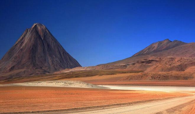 andes bolivia red sand travel photography