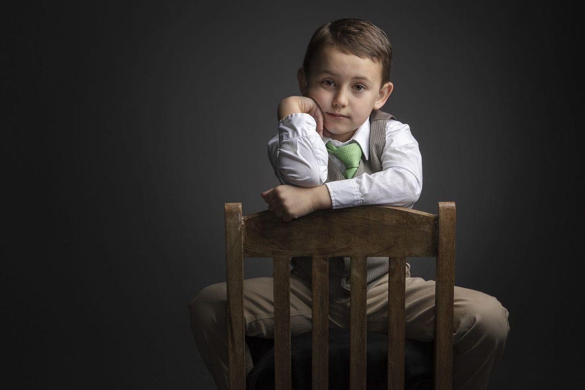 portrait photography green tie boy by regina pagles_0