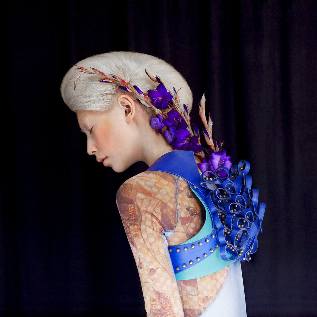 surreal fashion photography blue flowers by madame peripetie