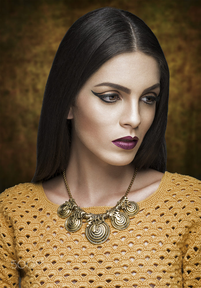 10 portrait photography woman mustard blouse by jackson carvalho
