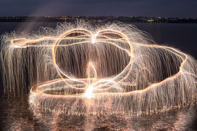 long exposure fireworks by vitor schietti