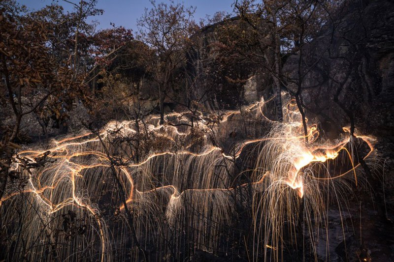 long exposure fireworks photgraphy by vitor schietti