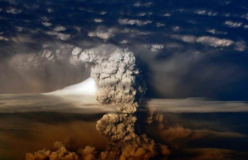 spewing ash volcano photography by francisco negroni