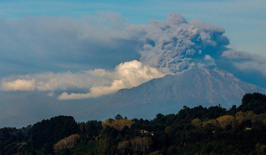 ash cloud volcano photography by francisco negroni
