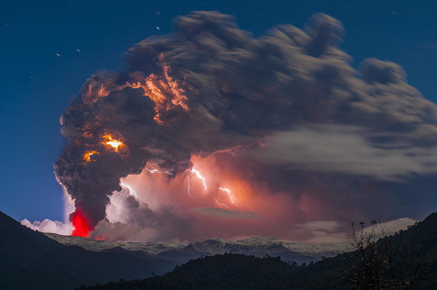 slow motion eruption volcano photography by francisco negroni