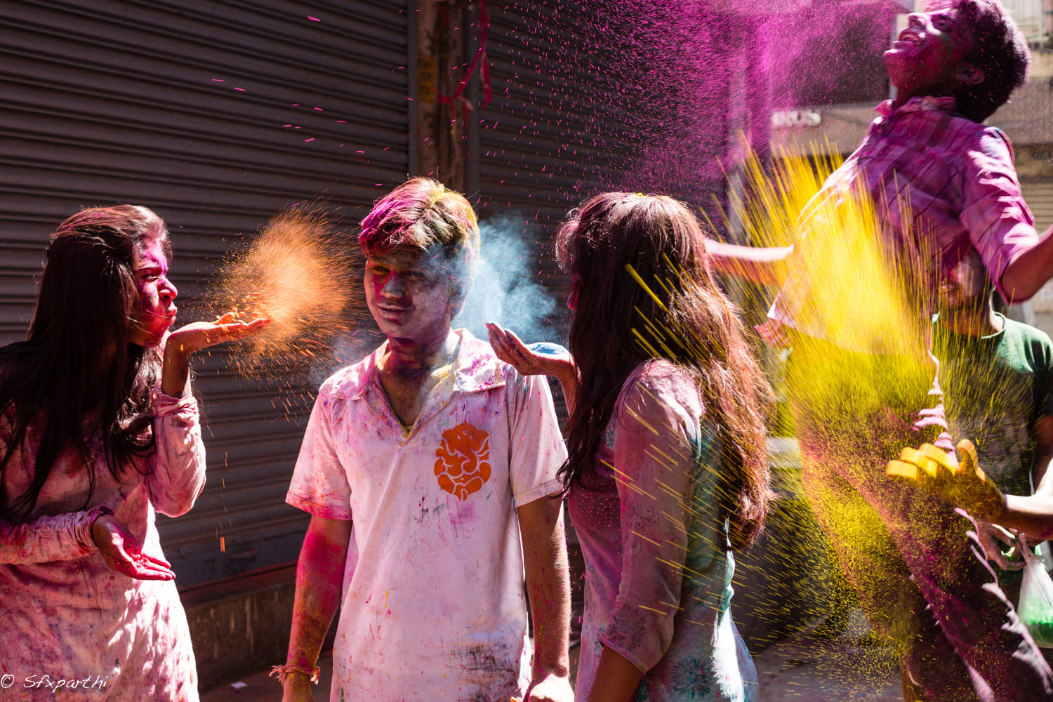 lifestyle photography holi colors by sfx parthi