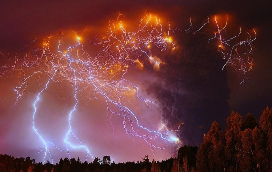 thundering valcano photography by francisco negroni