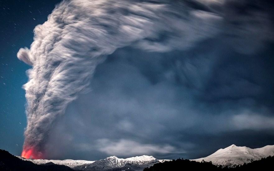 smoking volcano photography by francisco negroni