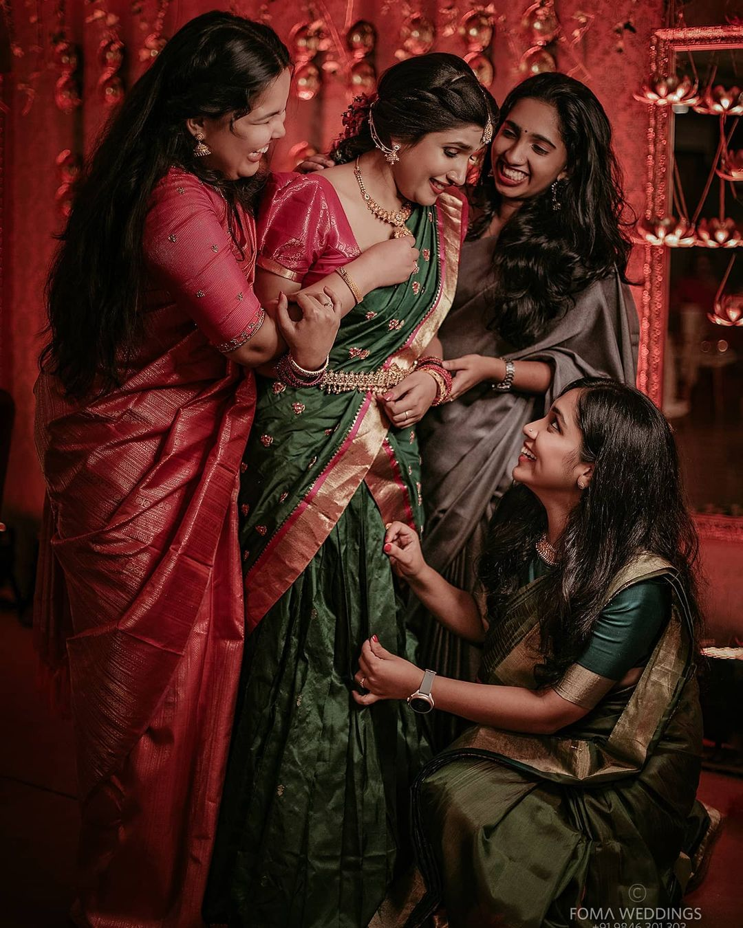 wedding photography bride friends by nidhin foma