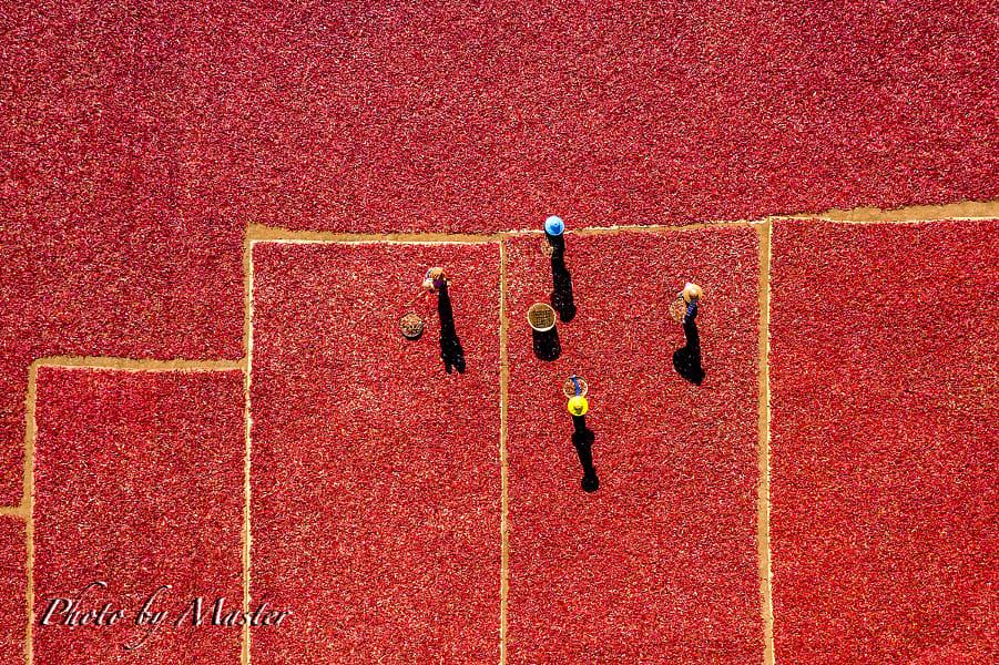 minimalist aerial view photography red carpet by na ki hwan