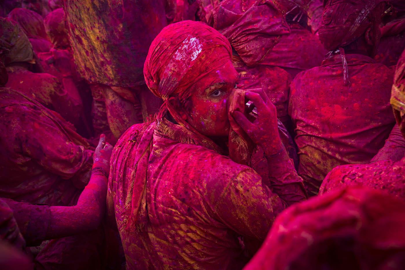 travel photography indian holi by saravanan dhandapani