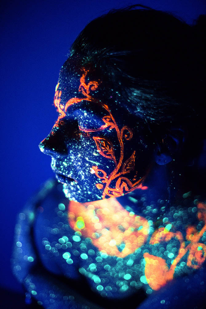 16 fashion photography neon face by daria khoroshavina