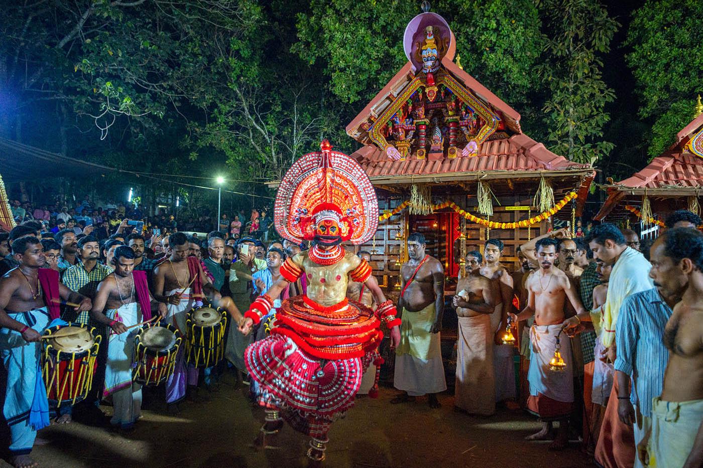travel photography indian kannur theyyam by saravanan dhandapani