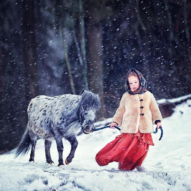 horse kid photography by elena karneeva
