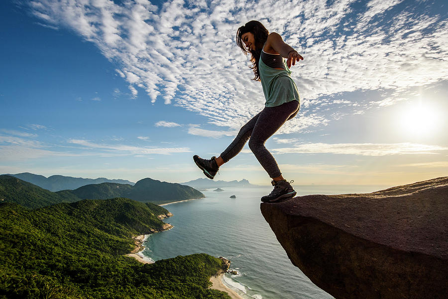 8 stunning picture woman standing edge rock by vitor marigo