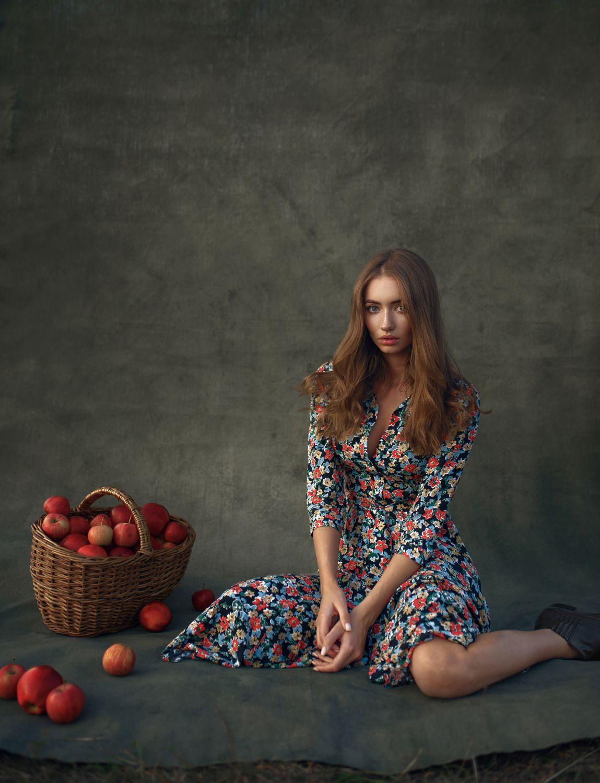 fashion photography basket apples by maks kuzin