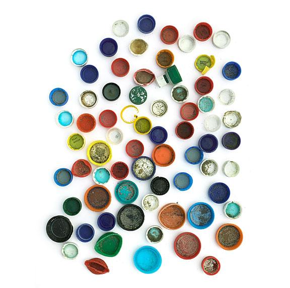 photography idea arrange scrap plastic bottle caps