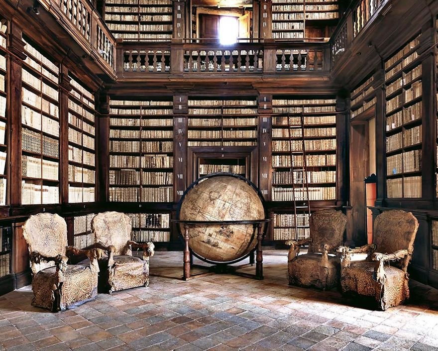 photography fermo library by massimo listri