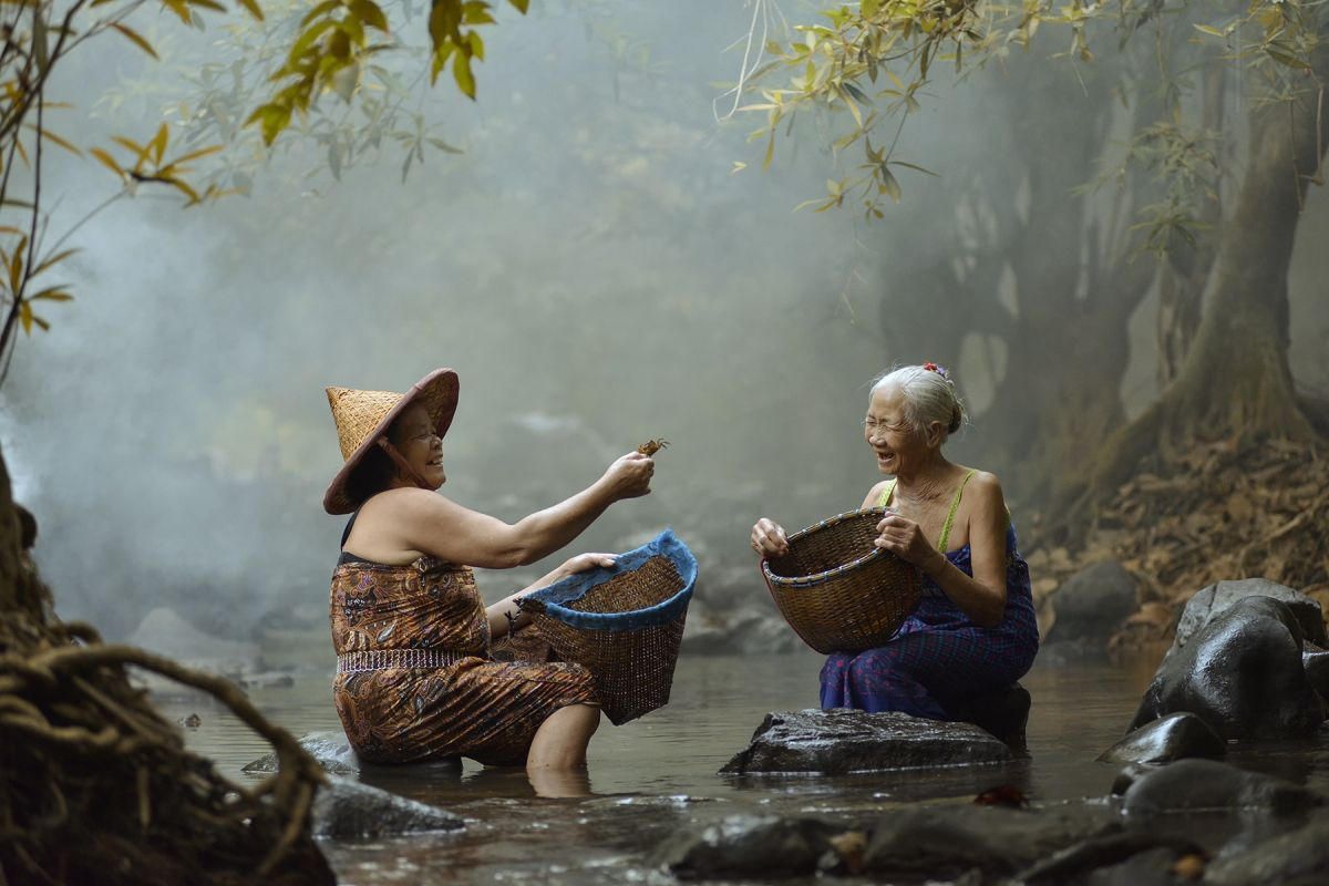 travel photography friends by saravut whanset