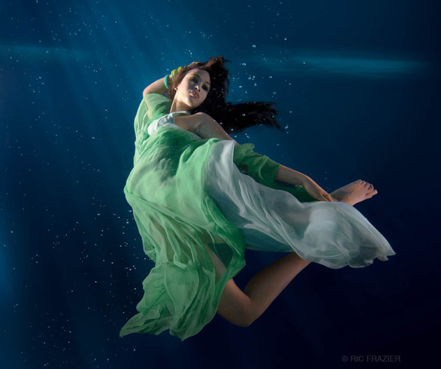 16 girl underwater photography
