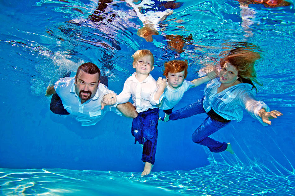 3 underwater family photography