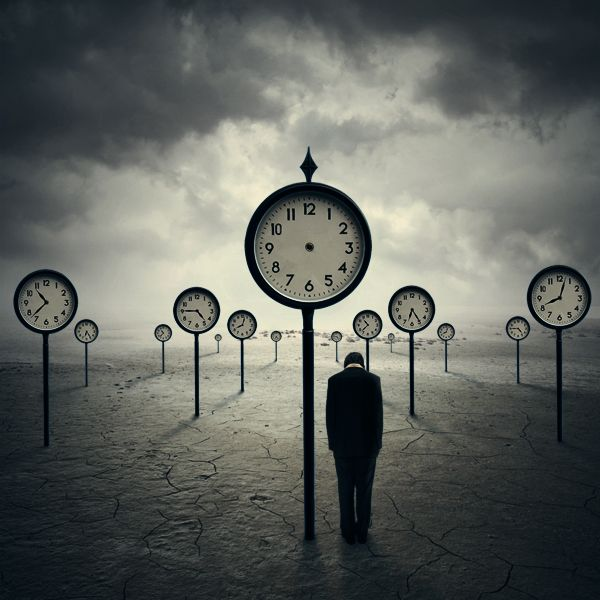 surreal photography clock xetobyte