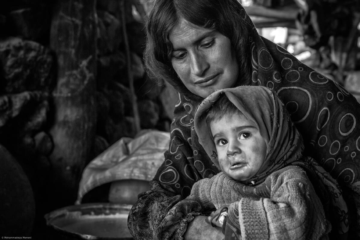 black white photography family by mohammadreza momeni