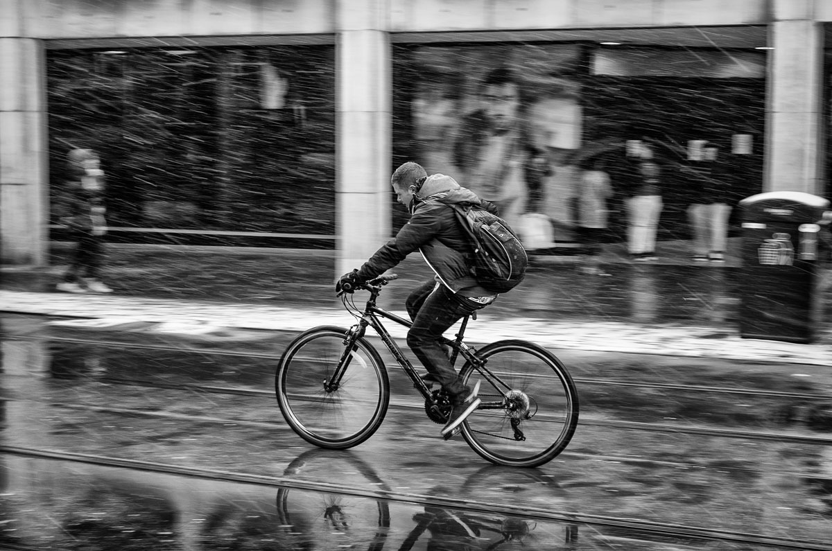 7 snow cycling candid photography