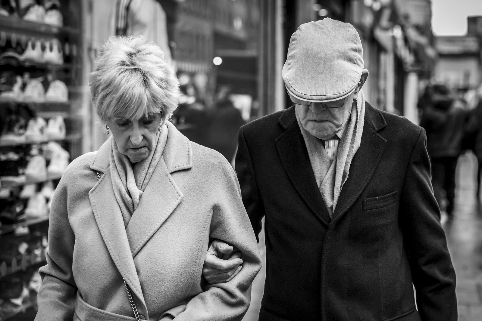 candid photography couple by leanne boulton