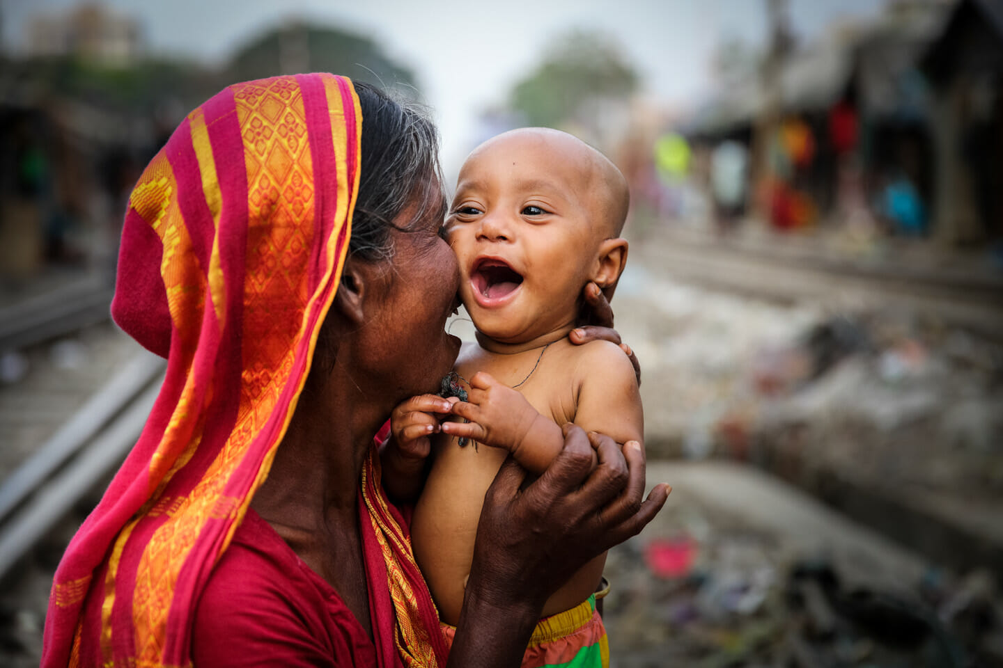 candid photography mother child by akash