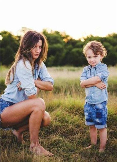 24 mother son photography pose idea