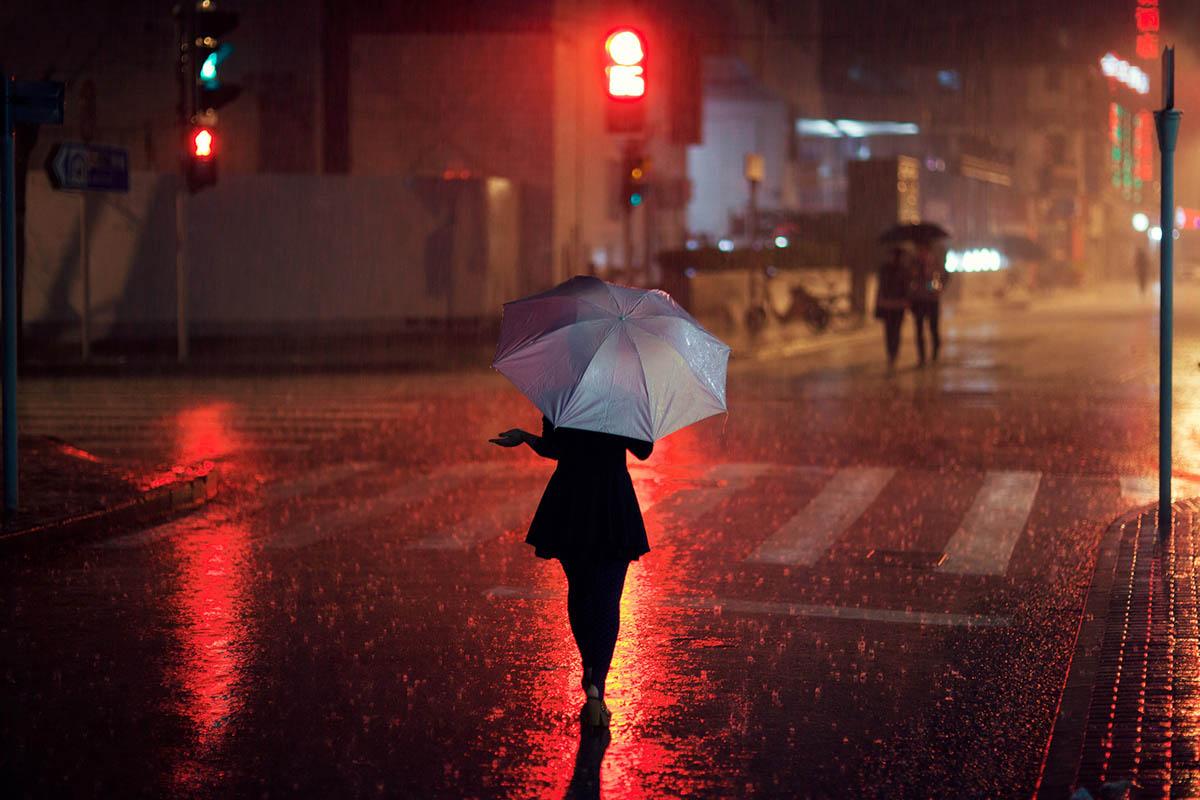 candid photography enjoy rain night by alex robertson