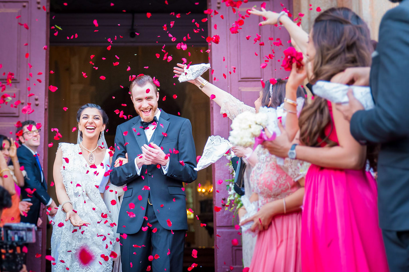candid photography wedding couple by wallmag